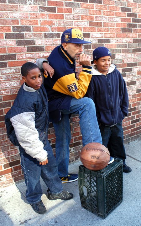 Former New York Rens basketball star John Isaacs with young fans